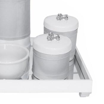Kit Higiene Espelho Potes, Garrafa, Molhadeira e Capa Flor de Liz Prata
