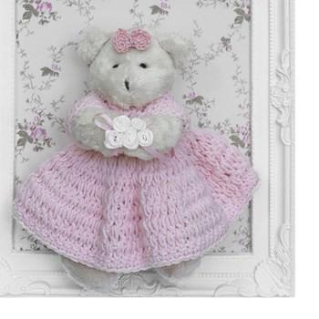 Porta Maternidade Quadro Ursa Bege Vestido de Crochê e Buquê de Flor